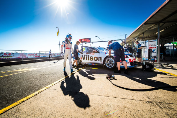 2017 Supercars Championship Round 8.  Ipswich SuperSprint, Queensland Raceway, Queensland, Australia. Friday 28th July to Sunday 30th July 2017. Garth Tander, Garry Rogers Motorsport.  World Copyright: Daniel Kalisz/ LAT Images Ref: Digital Image 280717_VASCR8_DKIMG_7531.jpg