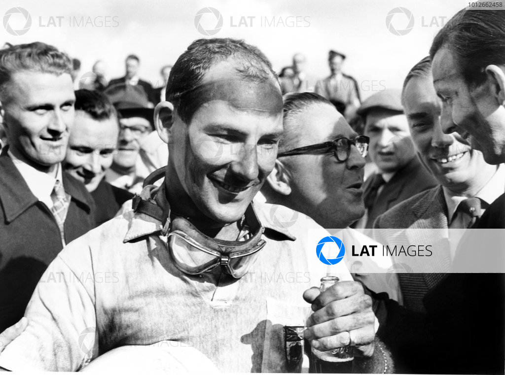 Aintree, England. 18-20 July 1957.Stirling Moss (Vanwall), 1st position, with Tony Brooks (extreme right) who gave up his car for Moss to drive after his car retired, portrait.World Copyright: LAT Photographic.Ref: 7495C - 22.