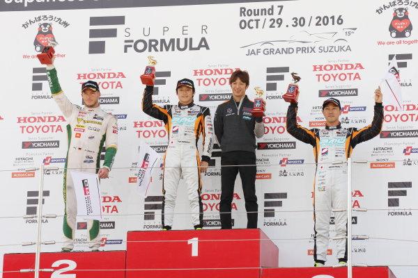 2016 Japanese Super Formula. Suzuka, Japan. 29th - 30th October 2016. Rd 7. Race1- Winner Yuji Kunimoto  ( #2 P.MU/CERUMO ? INGING SF14 ) 2nd position Andre Lotterer ( #36 VANTELIN KOWA TOM?S SF14) 3rd position Hiroaki Ishiura ( #1 P.MU/CERUMO ? INGING SF14 ) podium, portrait. World Copyright : Yasushi Ishihara / LAT Photographic. Ref : 2016SF_Rd7_SUZUKA_007