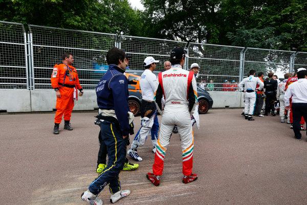 2014/2015 FIA Formula E Championship. London ePrix, Battersea Park, London, United Kingdom. Saturday 27 June 2015 The Drivers congregate at turn 1 as a chicane is put in. Photo: Zak Mauger/LAT/Formula E ref: Digital Image _L0U7733