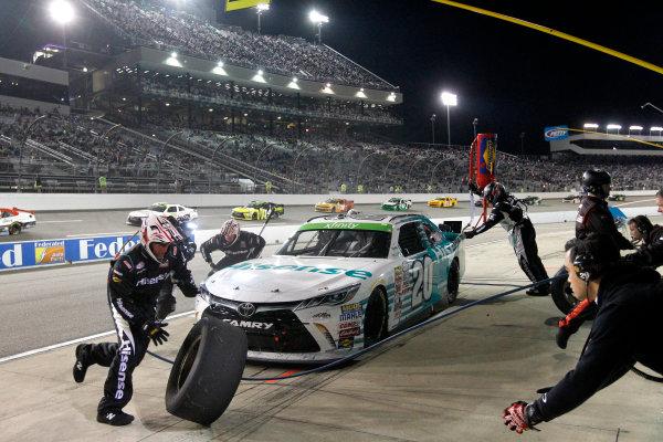 24 April, 2015, Richmond, Virginia USA Denny Hamlin, Hisense Toyota Camry pit stop ?2015, Matthew T. Thacker LAT Photo USA