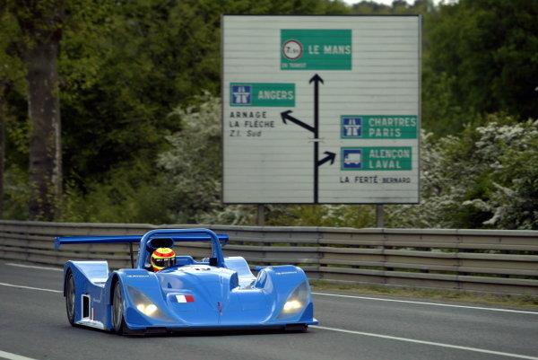 Phillipe Gache (FRA) / Emmanuel Clerico (FRA) / Michel Neugarten (BEL) DAMS Lola B98/10 Judd 'Vaillante', LMP 900.Le Mans Pre Qualifying, Le Mans Test Day, Le Mans, France. 5 May 2002.DIGITAL IMAGE