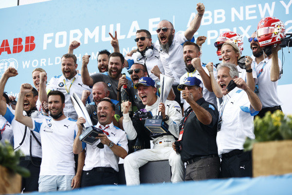 Maximilian Guenther (DEU), BMW I Andretti Motorsport, and the BMW I Andretti team celebrate on the podium