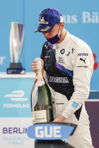 Maximilian Günther (DEU), BMW I Andretti Motorsports celebrates his win on the podium, 1st position