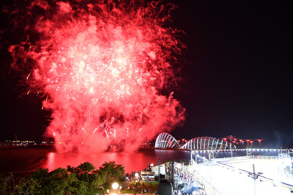Fireworks at the end of the race at Formula One World Championship, Rd14, Singapore Grand Prix, Race, Marina Bay Street Circuit, Singapore, Sunday 17 September 2017. BEST IMAGE