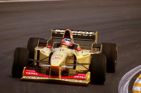 Interlagos, Brazil.29-31 March 1996.Rubens Barrichello (Jordan 196 Peugeot) failed to finish after he spun off on lap 59.Ref-96 BRA 20.World Copyright - LAT Photographic
