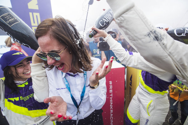 Jamie Chadwick (GBR), Catherine Bond Muir, CEO  celebrate with the champagne
