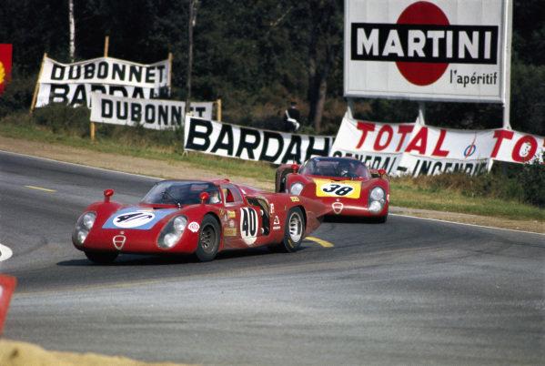 Mario Casoni / Giampiero Biscaldi, Autodelta, Alfa Romeo T33/2, leads Carlo Facetti / Spartaco Dini, Autodelta, Alfa Romeo T33/2.