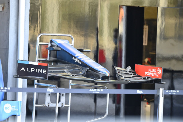 Alpine A521, front wing