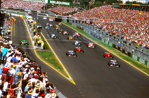 Albert Park, Melbourne, Australia.8-10 March 1996.Jacques Villeneuve (Williams FW18 Renault) leads the rest of the field in his debut Grand Prix on the first start. With Pedro Lamy starting from the pit lane.Ref-96 AUS 11.World Copyright - LAT Photographic