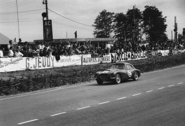 Le Mans, France. 13th - 14th June 1953 Norbert Mahe/Giovanni Lurani (Fiat 8 V), retired, action. World Copyright: LAT Photographic Ref: 53 - 53 - 29A.