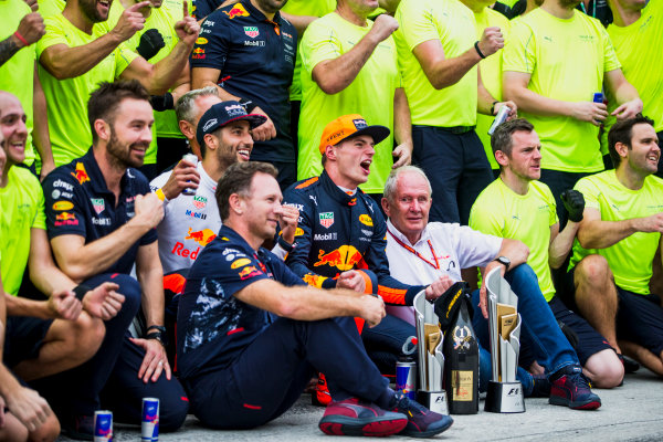 Sepang International Circuit, Sepang, Malaysia. Sunday 1 October 2017. Daniel Ricciardo, Red Bull Racing, 3rd Position, Helmut Markko, Consultant, Red Bull Racing, Max Verstappen, Red Bull, 1st Position, Christian Horner, Team Principal, Red Bull Racing, and the Red Bull Racing team celebrate. World Copyright: Glenn Dunbar/LAT Images  ref: Digital Image _X0W9266