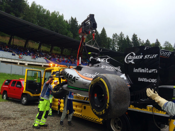 Red Bull Ring, Spielberg, Austria. Sunday 3 July 2016. Marshals remove the damaged car of Sergio Perez, Force India VJM09 Mercedes, after his last lap crash. World Copyright: Anthony Rowlinson/LAT Photographic ref: Digital Image IMG_3167