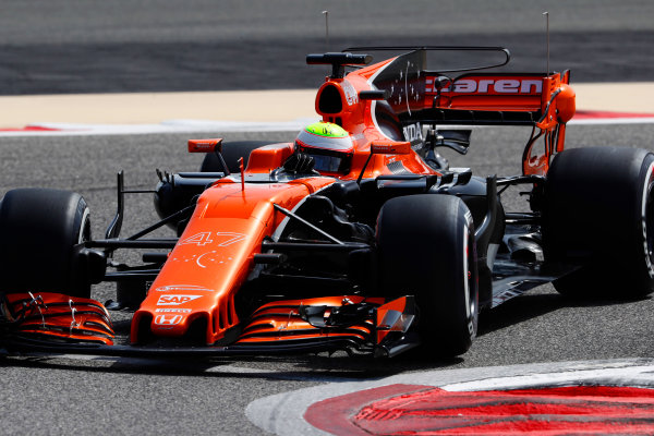 Bahrain International Circuit, Sakhir, Bahrain.  Tuesday 18 April 2017. Oliver Turvey, McLaren MCL32 Honda.  World Copyright: Glenn Dunbar/LAT Images ref: Digital Image _X4I2024