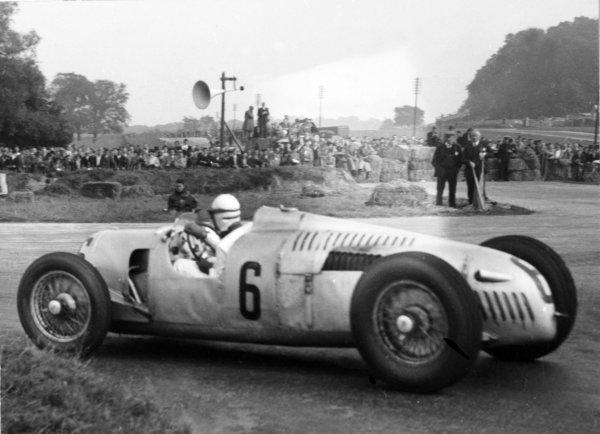 1937 Donington Grand Prix. Donington Park, Great Britain. 2 October 1937. Rudolf Hasse, Auto Union C, 5th position, action. World Copyright: Robert Fellowes/LAT Photographic.