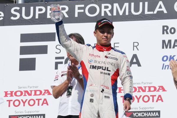 2017 Japanese Super Formula. Okayama, Japan. 27th - 28th May 2017. Rd 2. Race 2 Winner Yuhi Sekiguchi ( #19 ITOCHU ENEX TEAM IMPUL SF14 ) podium portrait World Copyright: Yasushi Ishihara / LAT Images. Ref: 2017SF_Rd2_Race2_007