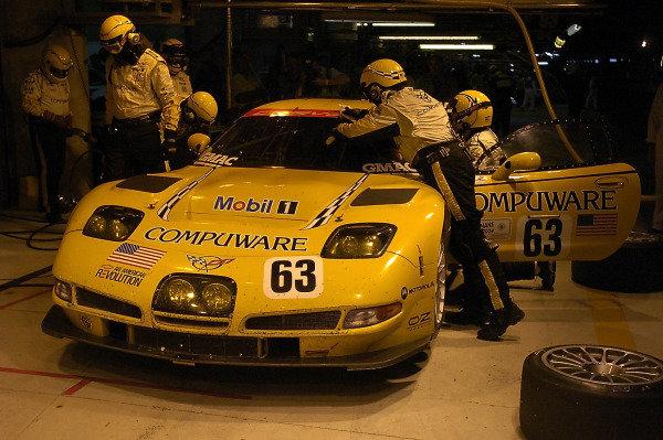 2004 Le Mans 24 HoursLe Mans France. 12th June 2004Fellows/O'Connell/Papis (Corvette Racing Chevrolet Corvette C5-R) pitstop.World Copyright: Dave Friedman/LAT Photoghraphic ref: Digital Image Only