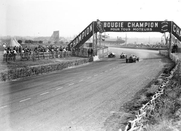 Le Mans, France. 16-17 June 1934. Thomas Fotheringham/RHJ Appleton (Aston Martin Ulster) leads Geo Ham/Louis Villeneuve (Derby, number 16). Ref-Motor 800/76. World Copyright - LAT Photographic
