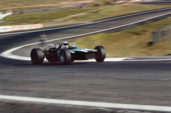 Jarama, Spain. 12 May 1968. Rd 2. Brian Redman (Cooper T86B-BRM), 3rd position, action. World Copyright: LAT Photographic. Ref: 68ESP09.