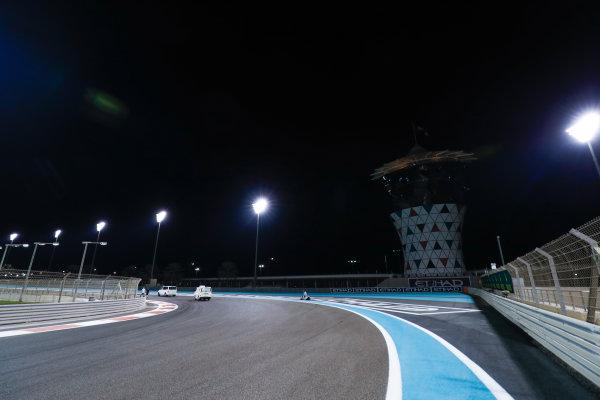 Yas Marina Circuit, Abu Dhabi, United Arab Emirates. Thursday 23 November 2017. World Copyright: Zak Mauger/LAT Images  ref: Digital Image _56I8969