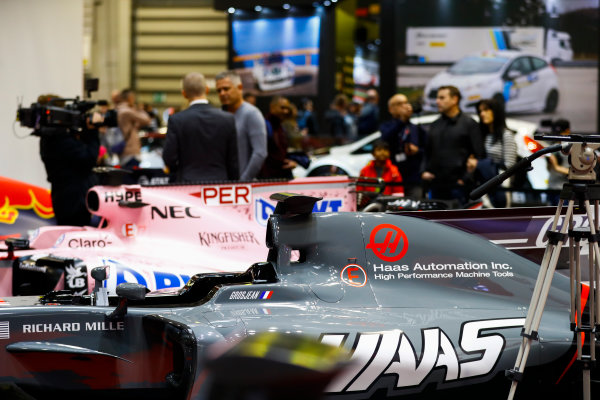 Autosport International Exhibition. National Exhibition Centre, Birmingham, UK. Sunday 14th January, 2018. Gil de Ferran talks to Stuart Codling on the F1 Racing stand.World Copyright: Ashleigh Hartwell/LAT Images Ref: _R3I9521