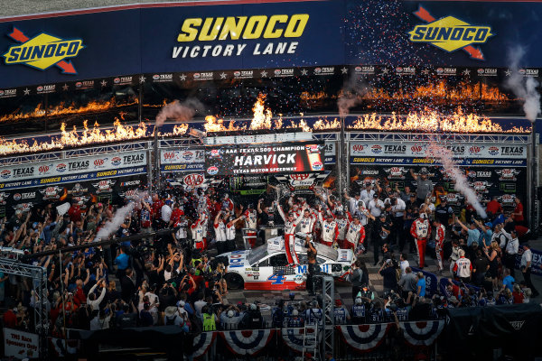 Monster Energy NASCAR Cup Series AAA Texas 500 Texas Motor Speedway Fort Worth, TX USA Sunday 5 November 2017 Kevin Harvick, Stewart-Haas Racing Rodney, Mobil 1 Ford Fusion, Victory Lane World Copyright: Michael L. Levitt LAT Images