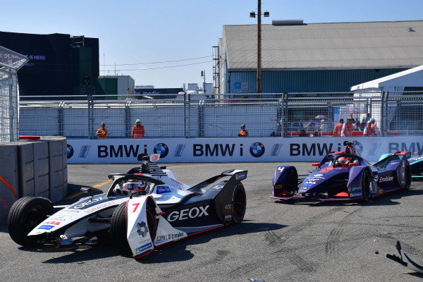 Jose Maria Lopez (ARG), GEOX Dragon Racing, Penske EV-3 with damage leads Robin Frijns (NLD), Envision Virgin Racing, Audi e-tron FE05