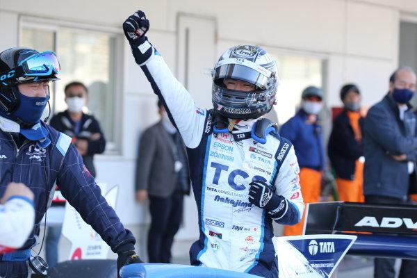 Round six winner Toshiki Oyu ( #65 TCS NAKAJIMA RACING ), Dallara SF19 Honda, celebrates in parc ferme. Photo: Yukio Yoshimi