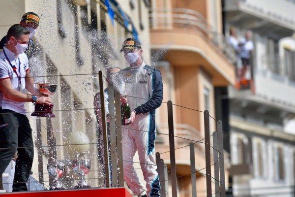 Dan Ticktum (GBR, Carlin), celebrates on the podium