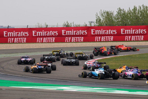 Daniil Kvyat, Toro Rosso STR14, Lando Norris, McLaren MCL34, Carlos Sainz Jr., McLaren MCL34, George Russell, Williams Racing FW42, and Lance Stroll, Racing Point RP19, chase the pack at the start