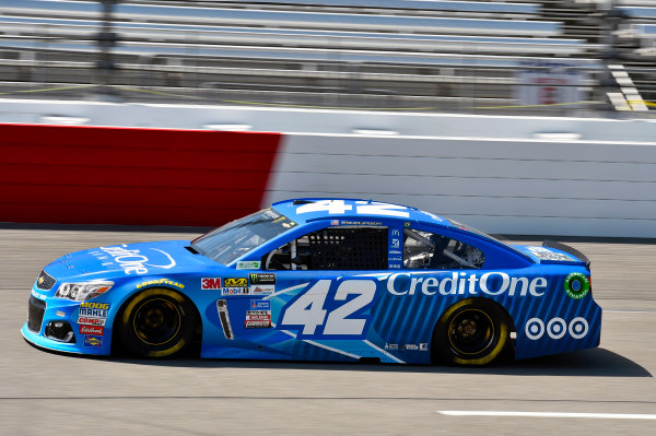 Monster Energy NASCAR Cup Series Toyota Owners 400 Richmond International Raceway, Richmond, VA USA Friday 28 April 2017 Kyle Larson, Chip Ganassi Racing, Credit One Bank Chevrolet SS World Copyright: Nigel Kinrade LAT Images ref: Digital Image 17RIC1nk01190