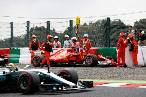 Suzuka Circuit, Japan. Saturday 07 October 2017. Lewis Hamilton, Mercedes F1 W08 EQ Power+, passes the crashed car of Kimi Raikkonen, Ferrari SF70H, as marshals recover it. World Copyright: Steven Tee/LAT Images  ref: Digital Image _O3I7198