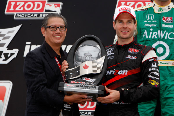 16-18 July, 2010, Toronto, Ontario CAWill Power receives his victory trophy©2010, Dan Streck, USALAT Photographic