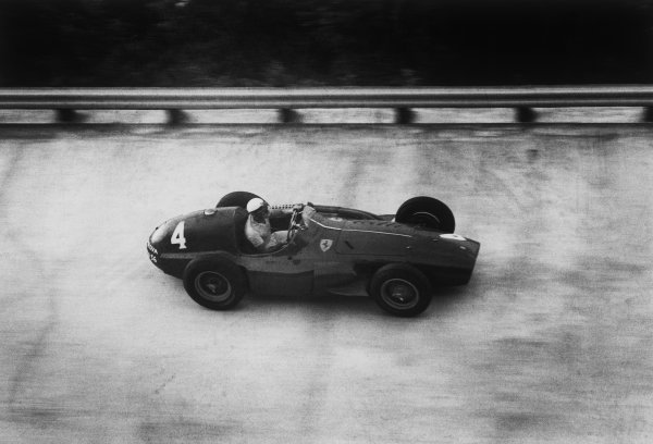 Monza, Italy. 9th - 11th September 1955.Eugenio Castellotti (Ferrari 555 Supersqualo), 3rd position, action. World Copyright: LAT Photographic.Ref:  B/W Print.