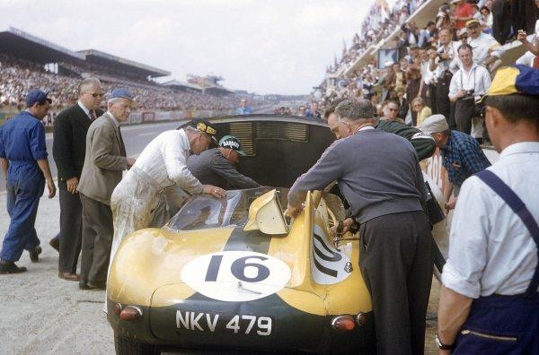 1957 Le Mans 24 hours. Le Mans, France. 22-23 June 1957. Paul Frere/Freddy Rousselle (Jaguar D-type), 4th position. World Copyright: LAT Photographic Ref: 57LM20