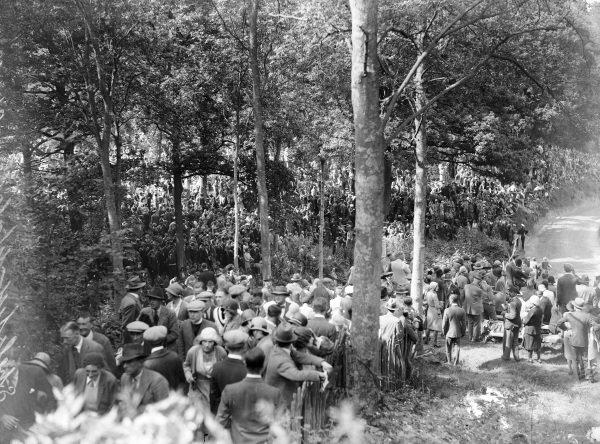 Crowds at Bottom Ess.