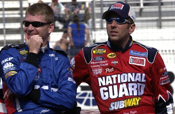 03/26/04 NASCAR Nextel Cup Series.Round 6 of 36. Food City 500. Jeff Burton and Greg Biffle chat. Bristol, Tennessee, USA.