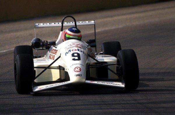 Rubens Barrichello (BRA) Edenbridge Racing finished the race in 7th place, one behind fellow countryman Gil de Ferran. 39th Macau Grand Prix, Hong Kong. 22 November 1992
