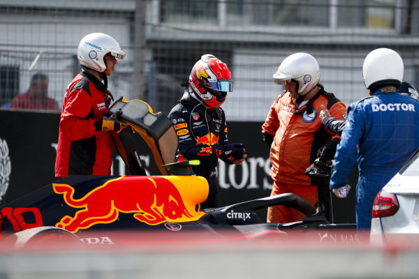 Pierre Gasly, Red Bull Racing RB15 after crashing