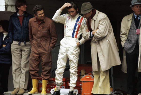 Jo Siffert in the Porsche pits with Ferdinand Piech.