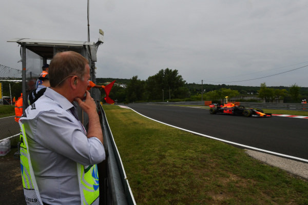 Martin Brundle, Sky Sports F1, watches as Max Verstappen, Red Bull Racing RB15, passes