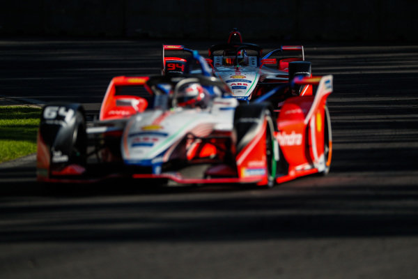 Jérôme d'Ambrosio (BEL), Mahindra Racing, M5 Electro leads Pascal Wehrlein (DEU), Mahindra Racing, M5 Electro