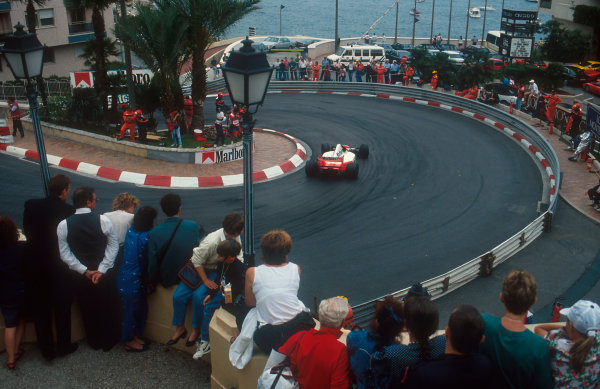 1992 Monaco Grand Prix.Monte Carlo, Monaco.28-31 May 1992.Ayrton Senna (McLaren MP4/7A Honda) 1st position, watched by the fans at Loews Hairpin.Ref-92 MON 38.World Copyright - LAT Photographic