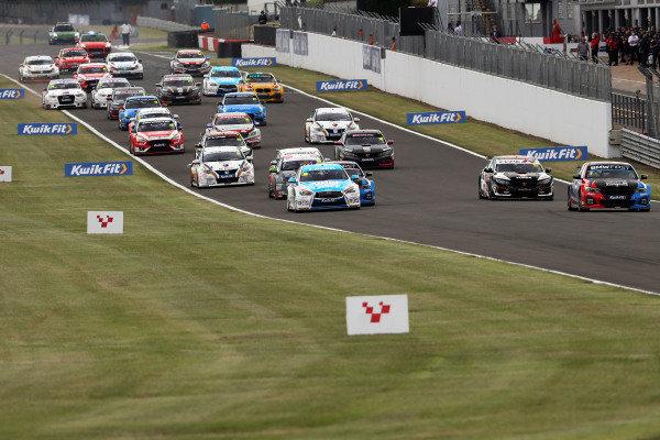 Start of the race, Colin Turkington (GBR) - Team BMW BMW 330i M Sport leads