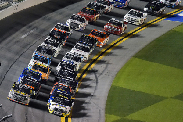 #17: David Gilliland, David Gilliland Racing, Ford F-150 Black's Tire and #98: Grant Enfinger, ThorSport Racing, Toyota Tundra Champion/Curb Records