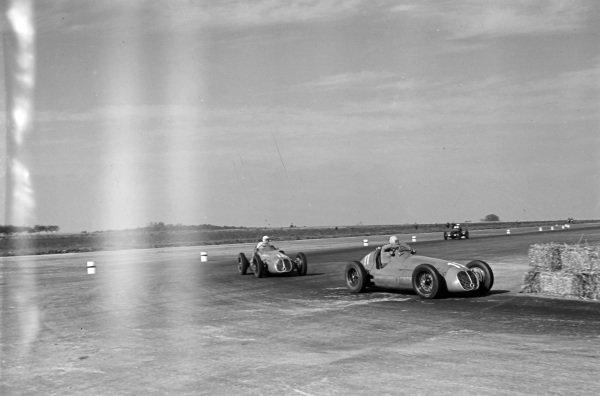 Alberto Ascari, Maserati 4CLT/48, leads Luigi Villoresi, Maserati 4CLT/48.