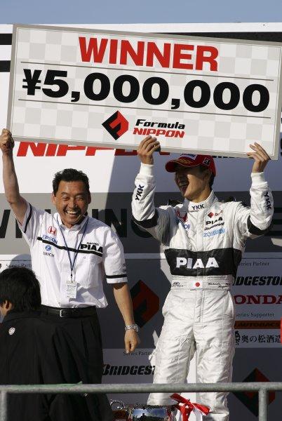 2007 Formula Nippon ChampionshipTwinring Motegi, Japan.19th - 20th May 2007Race podium - winner Takashi Kogure (PIAA Nakajima) 1st position.World Copyright: Yasushi Ishihara/LAT Photographicref: Digital Image 2007_FN_Rd3_009
