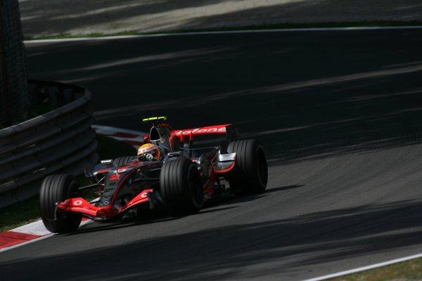 2007 Italian Grand Prix - Friday PracticeAutodromo di Monza, Monza, Italy.7th September 2007.Lewis Hamilton, McLaren MP4-22 Mercedes. Action. World Copyright: Steven Tee/LAT Photographicref: Digital Image YY2Z8341