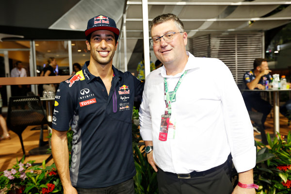 Marina Bay Circuit, Singapore. Saturday 19 September 2015. Daniel Ricciardo, Red Bull Racing, with John Harnden, CEO, Australian Grand Prix Corporation. World Copyright: Alastair Staley/LAT Photographic ref: Digital Image _79P2466