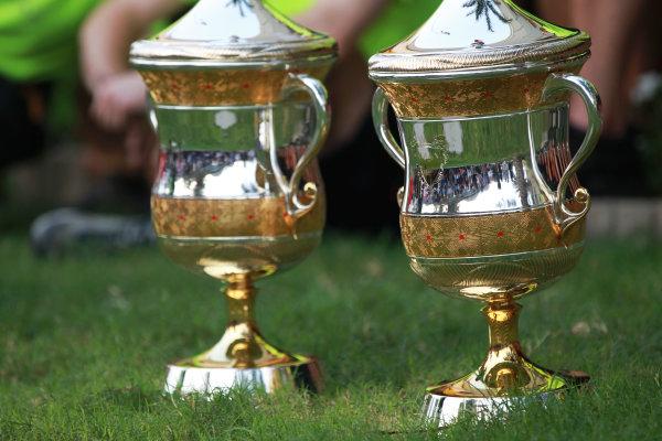 Bahrain International Circuit, Sakhir, Bahrain 3 Trophies. World Copyright: Andy Hone/LAT Photographic ref: Digital Image HONY1892